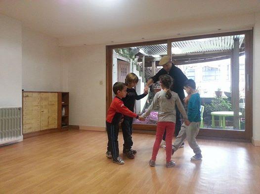 Урок народни танци за деца